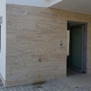 Naturstein-Wand