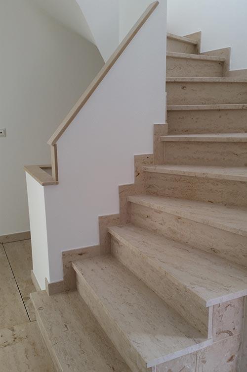 Naturstein-Treppe